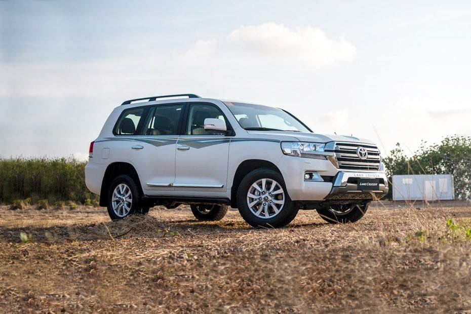 Land Cruiser 200 Front angle low view