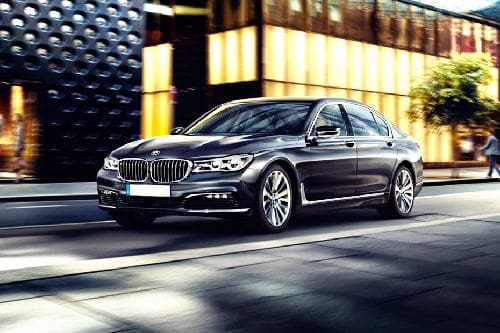 7 Series Sedan Front angle low view