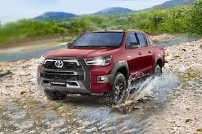 Toyota Hilux 2.4 Cab & Chassis 4x2 M/T