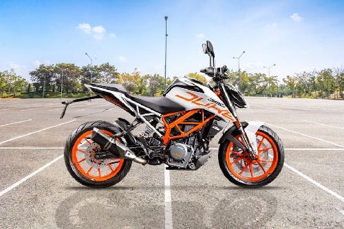 KTM Duke 390 Right Side Viewfull Image